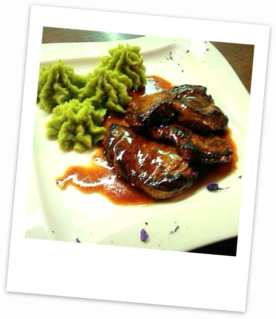 Pork-steak-with-gravy-and-stir-puree